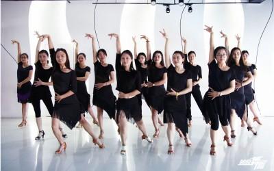 广州现代舞培训 专业导师教学 针对成人零基础学舞蹈